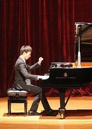 青年钢琴演奏家:周圣
