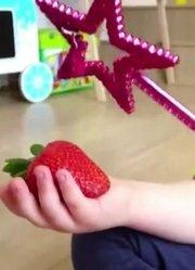 817小朋友喜欢吃草莓,又大又甜!萌娃:太美味啦
