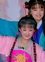 赵丽颖竟然还会唱戏,真是全能女艺人,台下的观众听的如痴如醉!