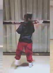 萌娃现场跳《灵灵》,真是太聪明了!
