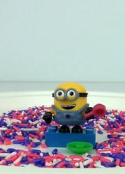 小黄人买很多美味的糖果