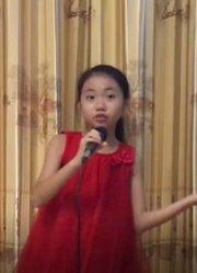 红衣少女活泼呈现《梦的主场》