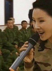 军旅歌唱家张迈忆边防献歌,张靓颖曾影响过她