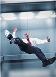 如何在掉落的电梯中求生?