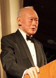 走近新加坡国父 李光耀传记(上)