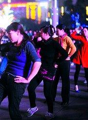 广场上的舞者