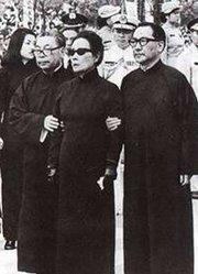 """蒋介石调解 宋美龄与蒋经国表面""""和睦"""""""