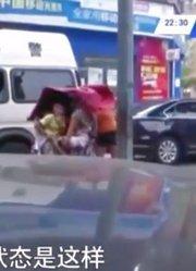女毒贩劫持人质横穿马路,竟对着空地开枪,这举动吓坏了人质