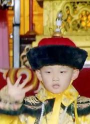 末代皇帝:中国最后一个皇帝,三岁就登基,原因跟两人有关