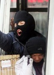 2010年,恐怖分子进入白俄罗斯地铁放置炸药,摄像头拍下了全过程
