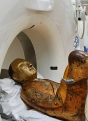 高僧尸身千年不腐,老外为揭谜团用X光扫描,看到不可思议的一幕